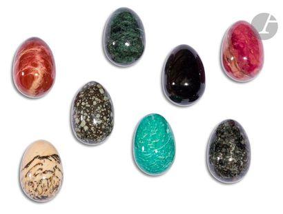 Lot de 18 œufs en pierre dure (obsidienne...