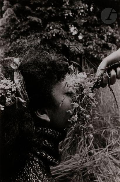 *Gladys Le bouquet de parfum, 1976. Épreuve argentique (1980), signée, titrée et...