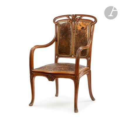 LOUIS MAJORELLE (1859-1926) À NANCY Le lierre Fauteuil de salon en acajou nervuré,...