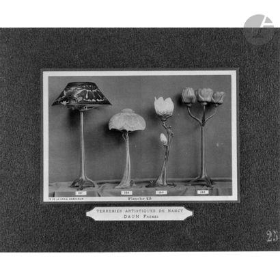 LOUIS MAJORELLE (1859-1926) & DAUM NANCY Branche de magnolia en fleur et en bouton,...