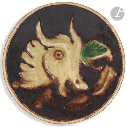 GIO COLUCCI (1892-1974) Tête de taureau Plat...
