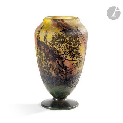 DAUM NANCY Chênes-lièges Haut vase balustre...