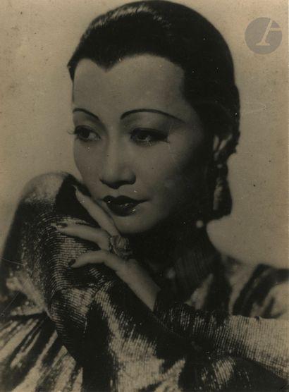 Photographe non identifié Jeune femme asiatique,...