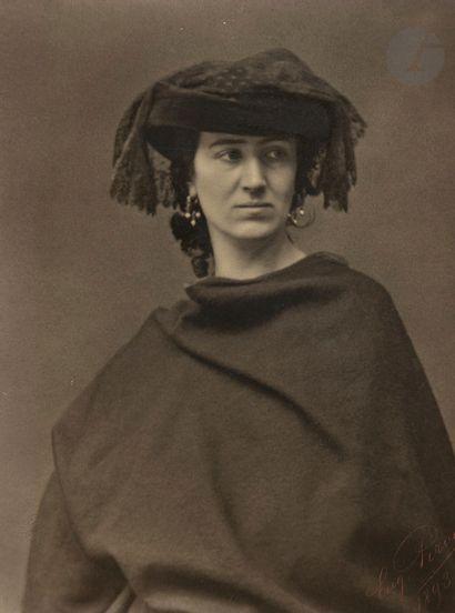 Eugène Pirou (1841-1909) Portrait de femme,...