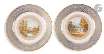Sèvres Deux assiettes en porcelaine du service...