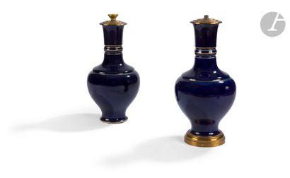 Sèvres Paire de vases de forme balustre en...
