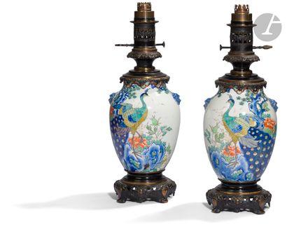 Japon Paire de vases en porcelaine d'Arita,...
