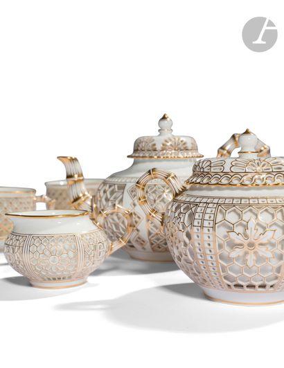 Sèvres Service réticulé chinois en porcelaine...