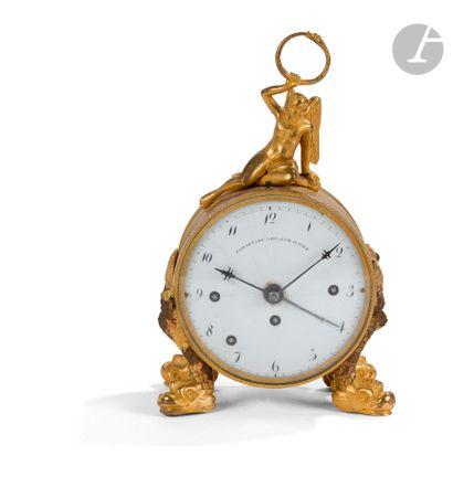 Pendule formant réveil en bronze doré, le...