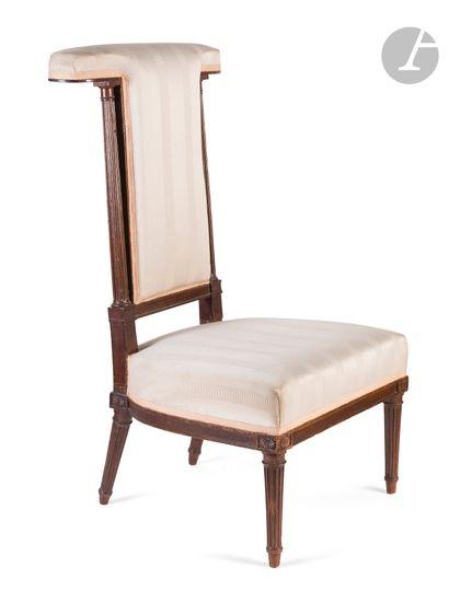 Chaise voyeuse en acajou, mouluré et sculpté,...
