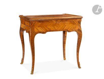 Table à jeu en bois de rose et bois de violette,...