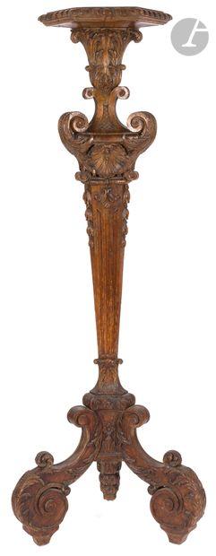 Guéridon porte-torchère en chêne sculpté,...