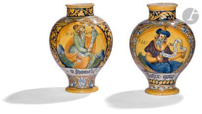 Faenza Deux vases ovoïdes en majolique à...