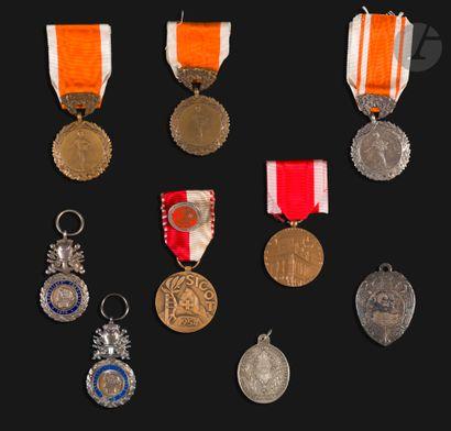 FRANCE Ensemble de 9 médailles : - Trois...