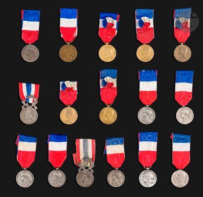 FRANCE Ensemble de 15 médailles d'honneur,...