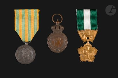 FRANCE Trois médailles : - Médaille de Sainte-Hélène....