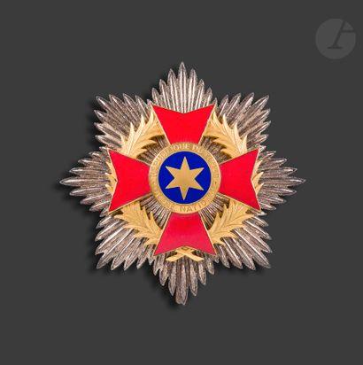 TCHAD ORDRE NATIONAL Ensemble de grand officier comprenant : - l'étoile de commandeur...