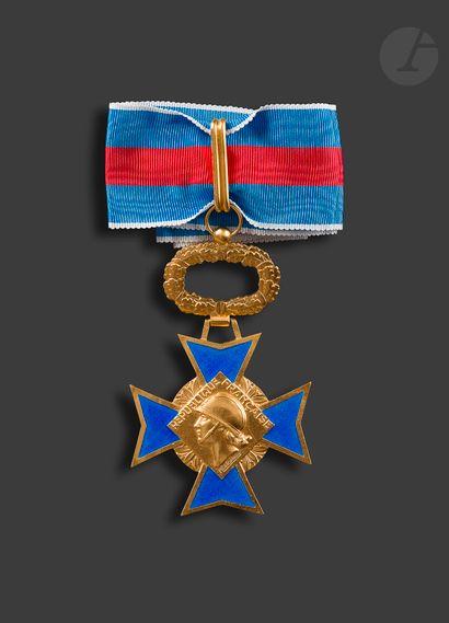 FRANCE ORDRE DU MÉRITE MILITAIRE Croix de...