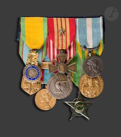Portée de huit décorations : Médaille militaire,...
