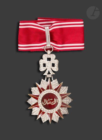 TUNISIE ORDRE DE L'INDÉPENDANCE Croix de commandeur, en argent et émail (infime...
