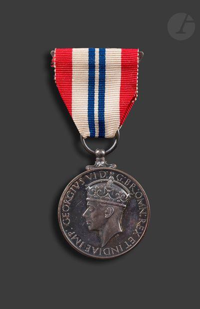 GRANDE-BRETAGNE The King's Medal for courage...