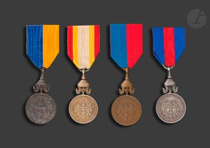 CAMBODGE Quatre médailles de règne : - NORODOM...