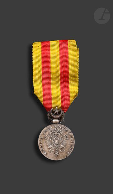 TUNISIE Médaille d'honneur de la Police Tunisienne....