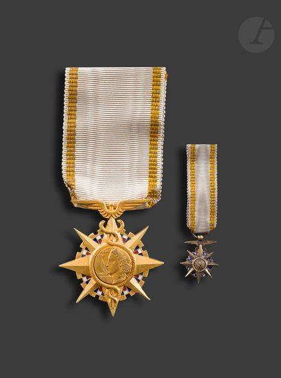 FRANCE ORDRE DU MÉRITE COMMERCIAL Étoile de chevalier du 2e type (après 1961). En...