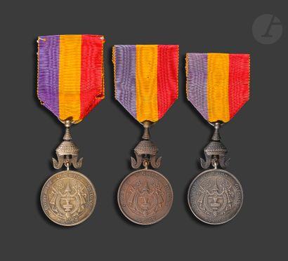CAMBODGE MEDAILLE DE SISOWATH Ier Trois médailles...