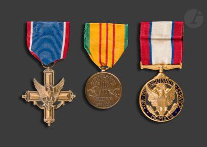 U.S.A. Trois médailles : - For distinguished...