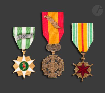 VIETNAM Trois médailles : - médailles des...