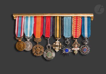 Barrette de huit miniatures : commémorative...