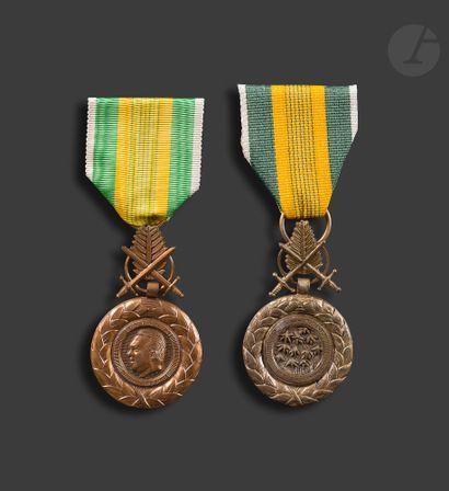 VIETNAM Deux médailles du mérite militaire...