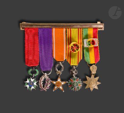 Barrette de cinq miniatures : Chevalier de...