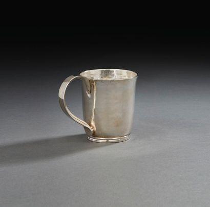 LILLE 1748-1749 Gobelet à anse en argent...
