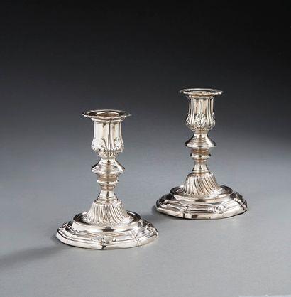 PARIS 1754-1755 Paire de flambeaux de...