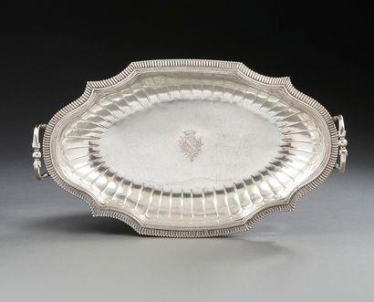 CALAIS 1738 - 1748 Grand plat de forme ovale...