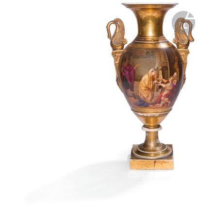 Paris Vase de forme balustre en porcelaine...