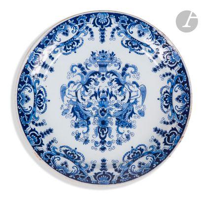 Delft Deux assiettes en faïence à décor en...