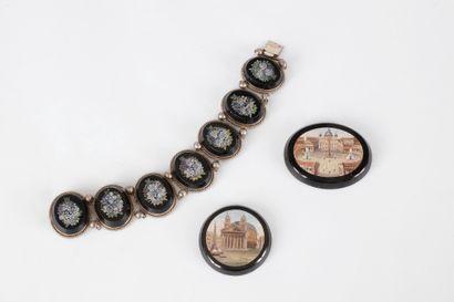 Bracelet en argent articulé de motifs ovales...