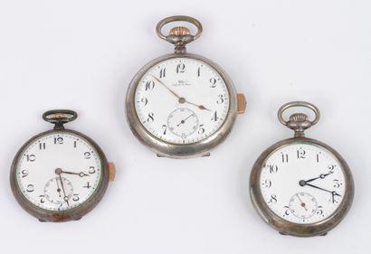 Lot de trois montres de poche à sonnerie....