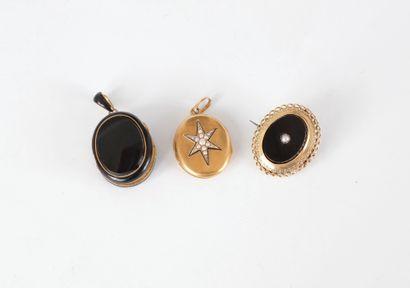Lot de 3 bijoux en or 18K (750) comprenant...