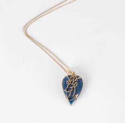 Pendentif en jaspe bleu teint appliqué d'un...