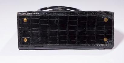 ***HERMèS  Modèle « Drag » sac porté main en Crocodilus Niloticus. Double fermoir...