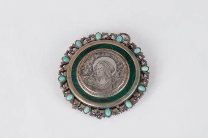 Médaillon circulaire en argent orné d'une...