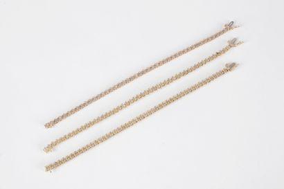 Lot de 3 bracelets en or 9K (375) sertis...