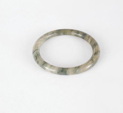 Bracelet jonc en serpentine.  Diamètre :...