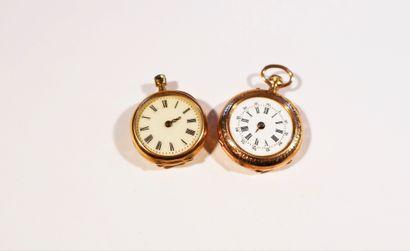 2 montres de col en or 18K (750). Mouvements...