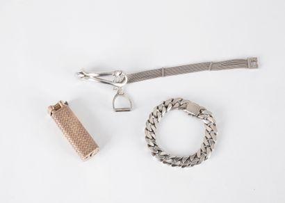 HERMÈS.  Bracelet en argent composé de chaînettes,...