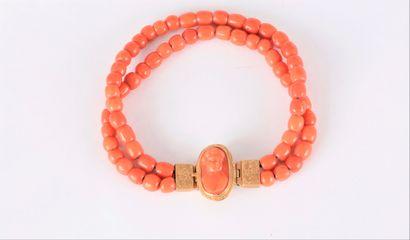 Bracelet de 2 rangs de billes de corail,...